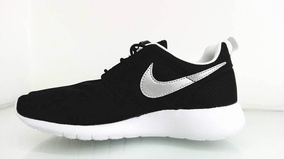 Donna Nike Rosherun Taglia 5/38 5